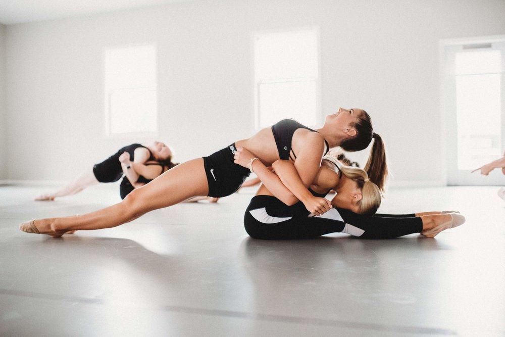 حرکت کششی دو ورزشکار