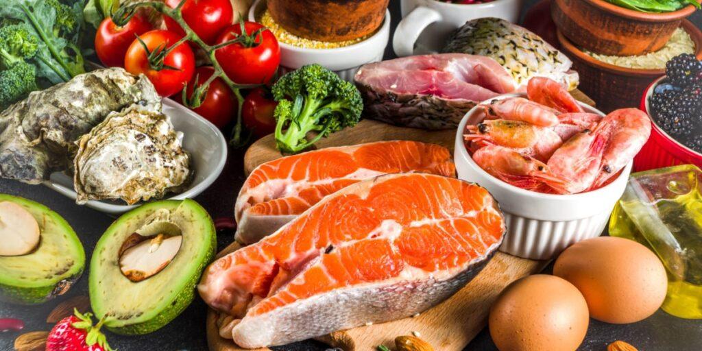 ماهی و میگو و برخی سبزیجات