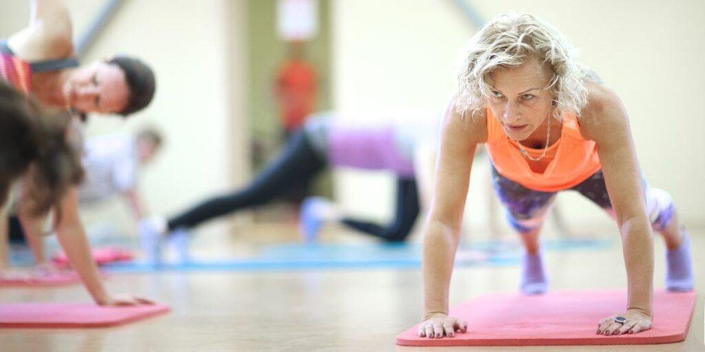 پلانک رفتن از تمرینات مناسب افراد بالای 40 سال