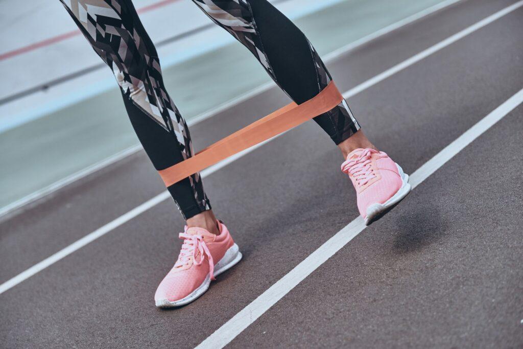 تمرین برای ساق پا با کش مقاومتی