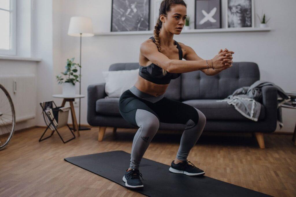 اسوات زدن زن ورشکار در حین ورزش کراس فیت
