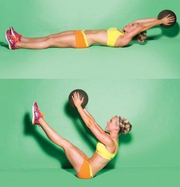 حرکت کرانچ با توپ ورزشی و روی زمین