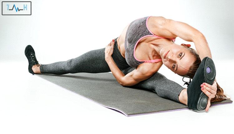 کشش پاها و دست های ورزشکار زن