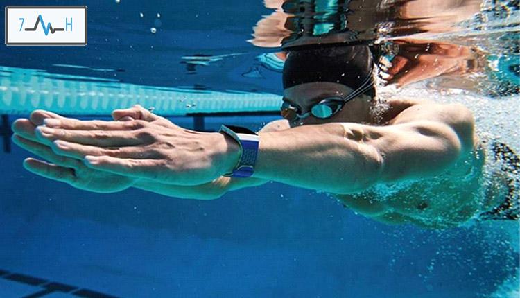 شنا کردن ورزشکار